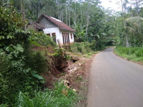 LOKASI : Kawasan Tanah Longsor Desa Srimulyo. (H Mansyur Usman/Memontum.Com)