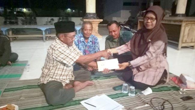 Anggota Poktan Lembaga 1 Dan 2 Desa Betro Kemlagi Terima Kartu Tani BNI