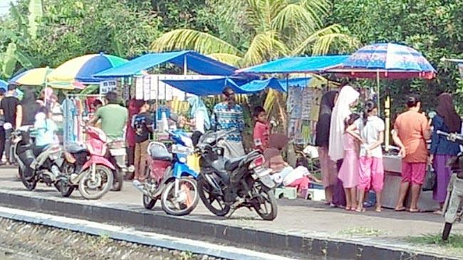 Antara Candi Dermo dan Pasar Desa Wisata Candinegoro