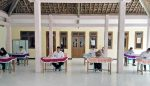 Danramil 0815/17 Bersama Forpimka Trawas Pantau Ujian Tertulis Seleksi Perangkat Desa Sukosari