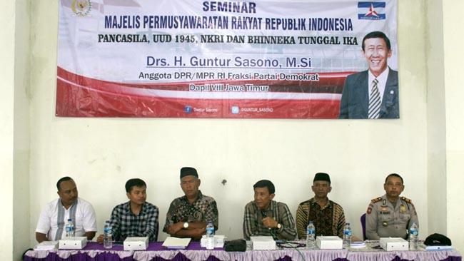 Anggota Poktan dan Gapoktan Desa Sumobito Seminar MPR RI