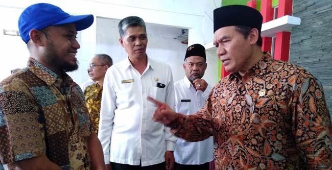 Ir.H.Bambang Haryo Soekartono anggota DPR RI Komisi V Fraksi Gerindra (kanan) dan (kiri) Misbahrudin pelaku usaha UKM (gus)