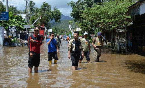 Bupati Trenggalek meninjau lokasi bencana di Prigi Watulimo