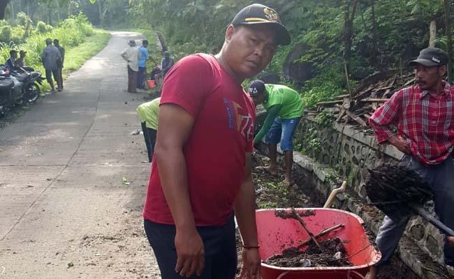 Antisipasi Banjir, Kades Sumber Anyar Gelar Kerja Bakti Bersama Warga