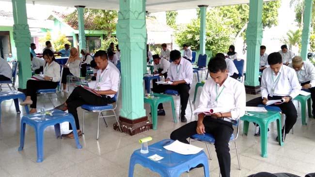Pelaksanaan Ujian Calon Perangkat Desa Silomuki Berjalan Lancar