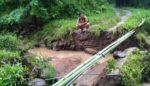 Jembatan Penghubung Antar Desa Ambruk, Warga Musti Memutar 7 Km