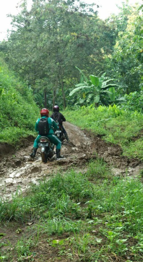Akses Jalan Dusun Terpencil Kecamatan Arjasa Situbondo Mengenaskan Dimusim Hujan