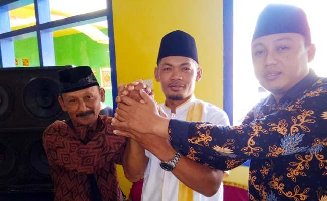RUKUN : Tiga Cakades Ringinsari, Pujiono, Slamet Winari dan Muhammad Nur. (H MansyurUsman/Memontum.Com)