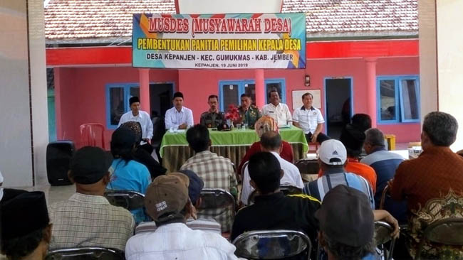KOMPLIT : Pembentukan Panitia Pilkades di Desa Kepanjen Jember. (rir)