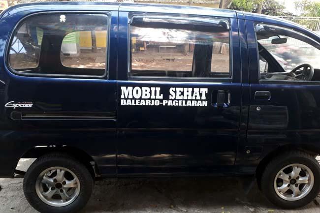 HIBAH : H Ali Mawerdi,Hibahkan Mobil Ambulance Untuk Warga Desa Balearjo. (H Mansyur Usman/Memontum.Com)