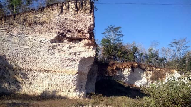 BATU : Lembah Bukit Batu,Dusun Putat Desa Segaran