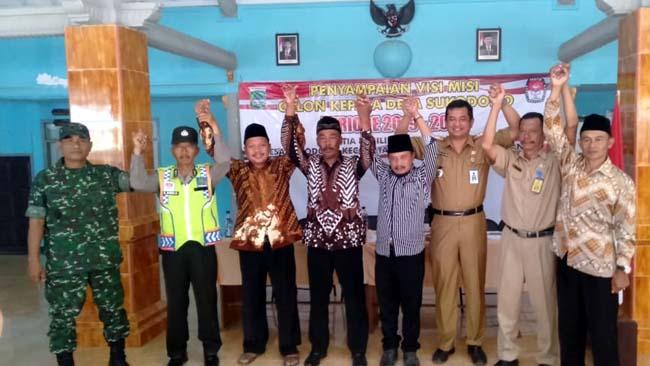 VISI MISI : Bagus Sulistyawan AP MSi Camat Dampit bersama Muspika dalam acara penyampaian Visi Misi Cakades Sukodono. (H.Mansyur Usman/Memontum.Com)
