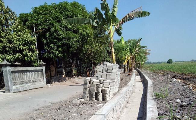 Drainase yang dibangun oleh Pemdes Karangpuri. (par)
