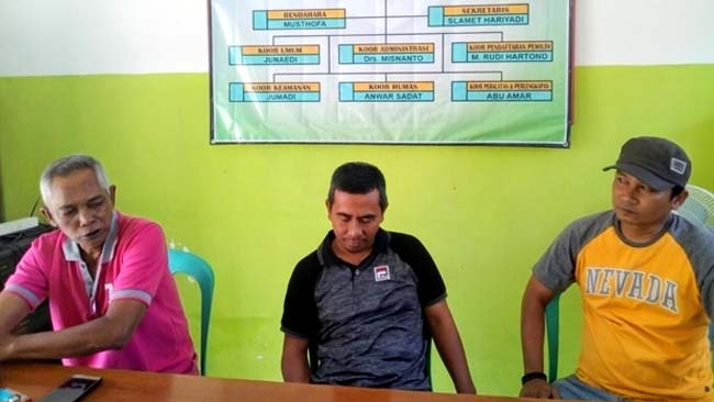 JELASKAN : Panitia Pilkades sosialisasi pendaftaran calon. (rir)