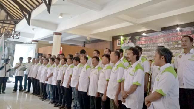 Pengukuhan pengurus HKTI tingkat kecamatan oleh Ketua HKTI Kabupaten Jumatoro. (bud)